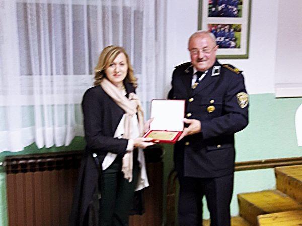 Priznanje Vatrogasne zajednice grada Ozalj Domu zdravlja Ozalj